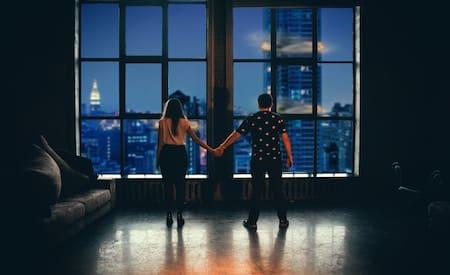romantic couple in NYC