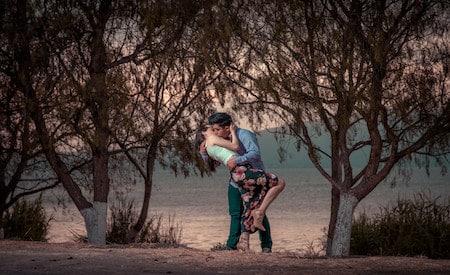couple kissing romantic way
